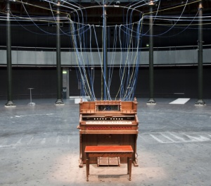 david-byrne-playing-the-building1
